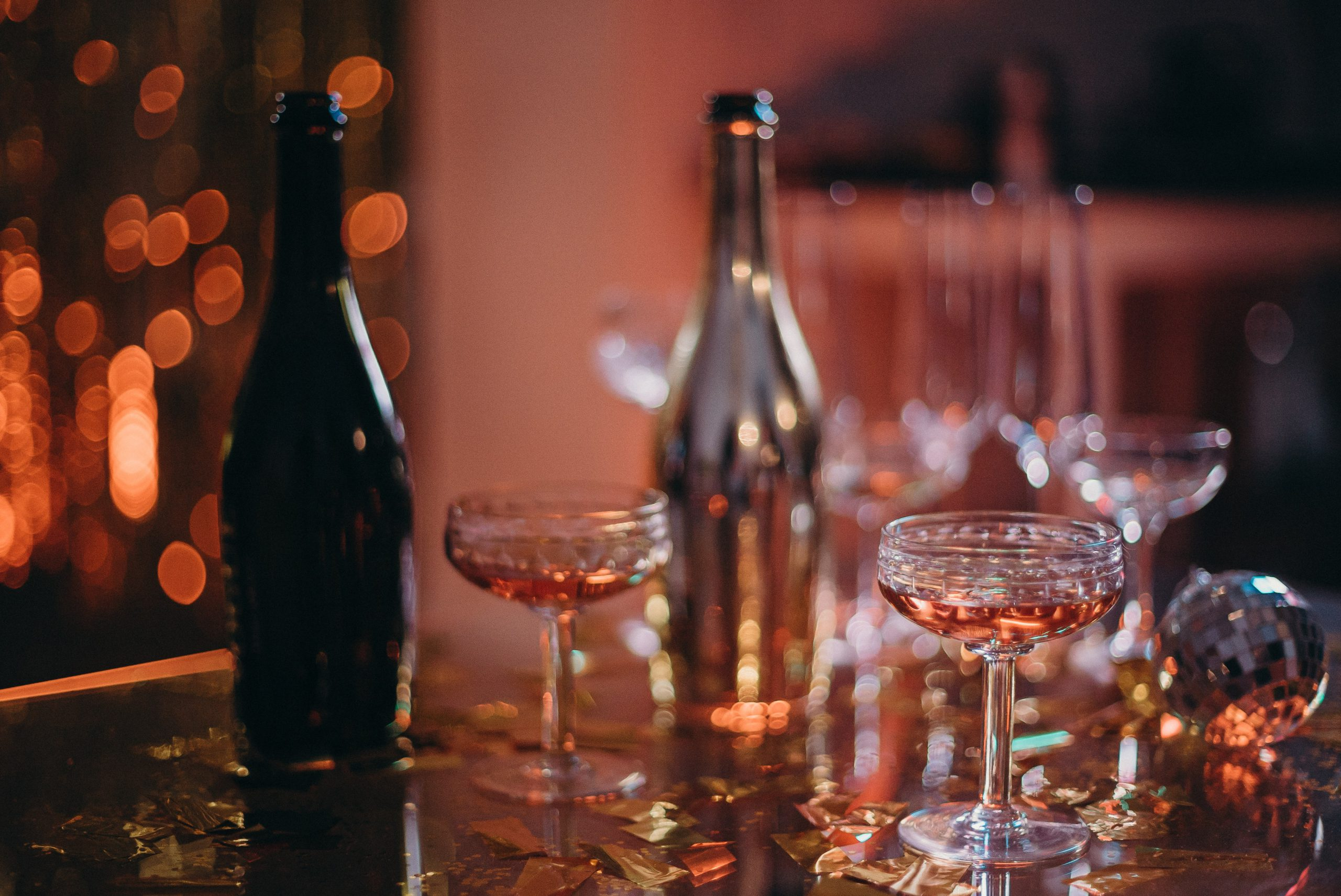 selective-focus-photo-of-cocktail-glasses-3403505